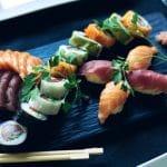 Suši gaminimo pamoka ir jų valgymo taisyklės iki 10 žmonių.